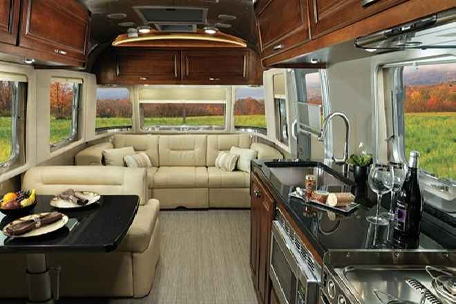 Airstream presenta el nuevo 2015 Classic Travel Trailer