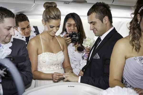 Fiji Airways establece Guinness World Record de bodas en vuelo
