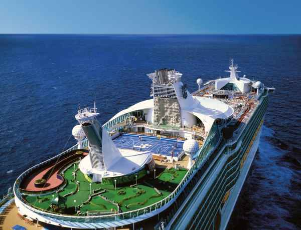 Vigo recibe este domingo al crucero Adventure of the Seas