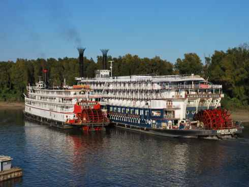 The Great American Steamboat Company navega el Mississippi